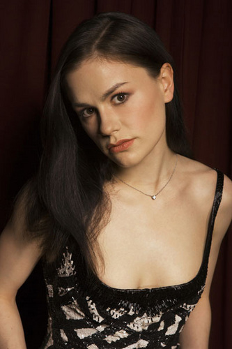 Anna Paquin wallpaper possibly containing attractiveness, a bustier, and a portrait called Anna