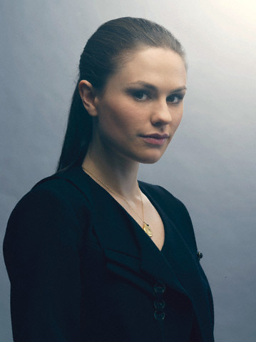 Anna Paquin wallpaper containing a well dressed person titled Anna