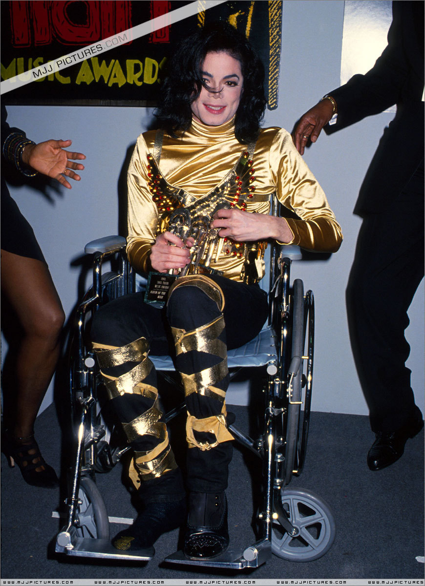 Awards & Special Performances > The 7th Soul Train Awards