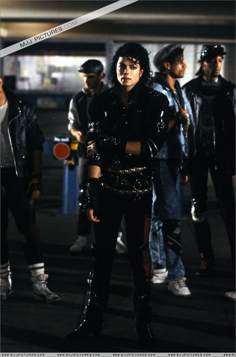 http://images2.fanpop.com/images/photos/7400000/Bad-michael-jackson-7429673-795-1200.jpg
