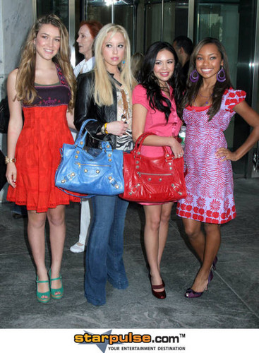 Bratz Cast Members Visit CBS The Early ipakita