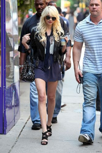Gossip Girl - On the Set - 4th August