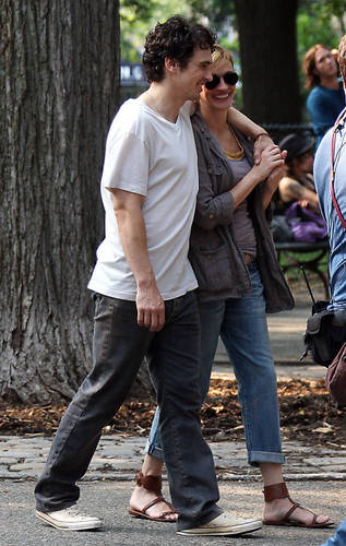 James Franco and Julia Roberts on The Set of Eat Pray amor 4/8