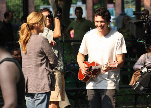 James Franco and Julia Roberts on The Set of Eat Pray प्यार 4/8