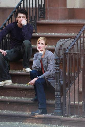 """James and Julia Roberts Filming """"Eat, Pray, Love"""" in NYC"""