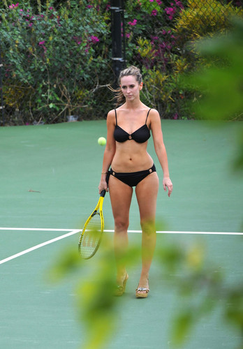 Jennifer Love Hewitt wallpaper probably containing a tennis racket, a tennis player, and a tennis pro entitled Jennifer