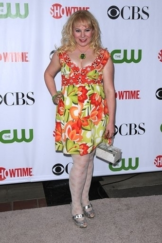 커스틴 뱅스니스 바탕화면 probably with a sign titled Kirsten Vangsness @ CBS TCA Summer party 2009