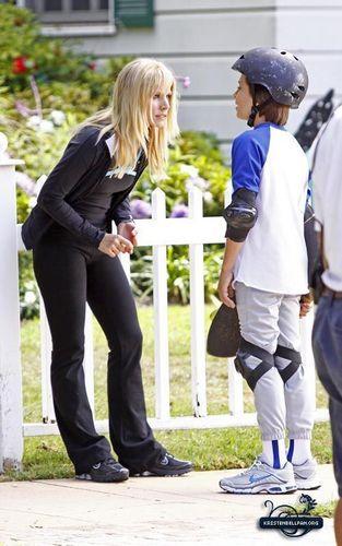 Kristen Bell on set (You Again)