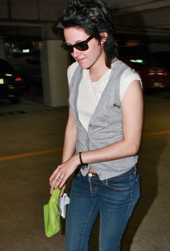 Kristen Leaving Medical Building