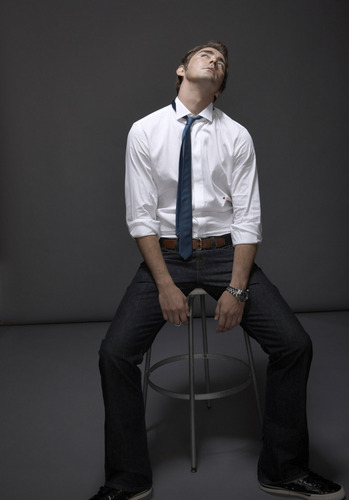 Lee Pace achtergrond with a business suit called Lee