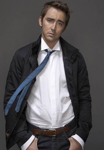 Lee Pace achtergrond containing a business suit titled Lee
