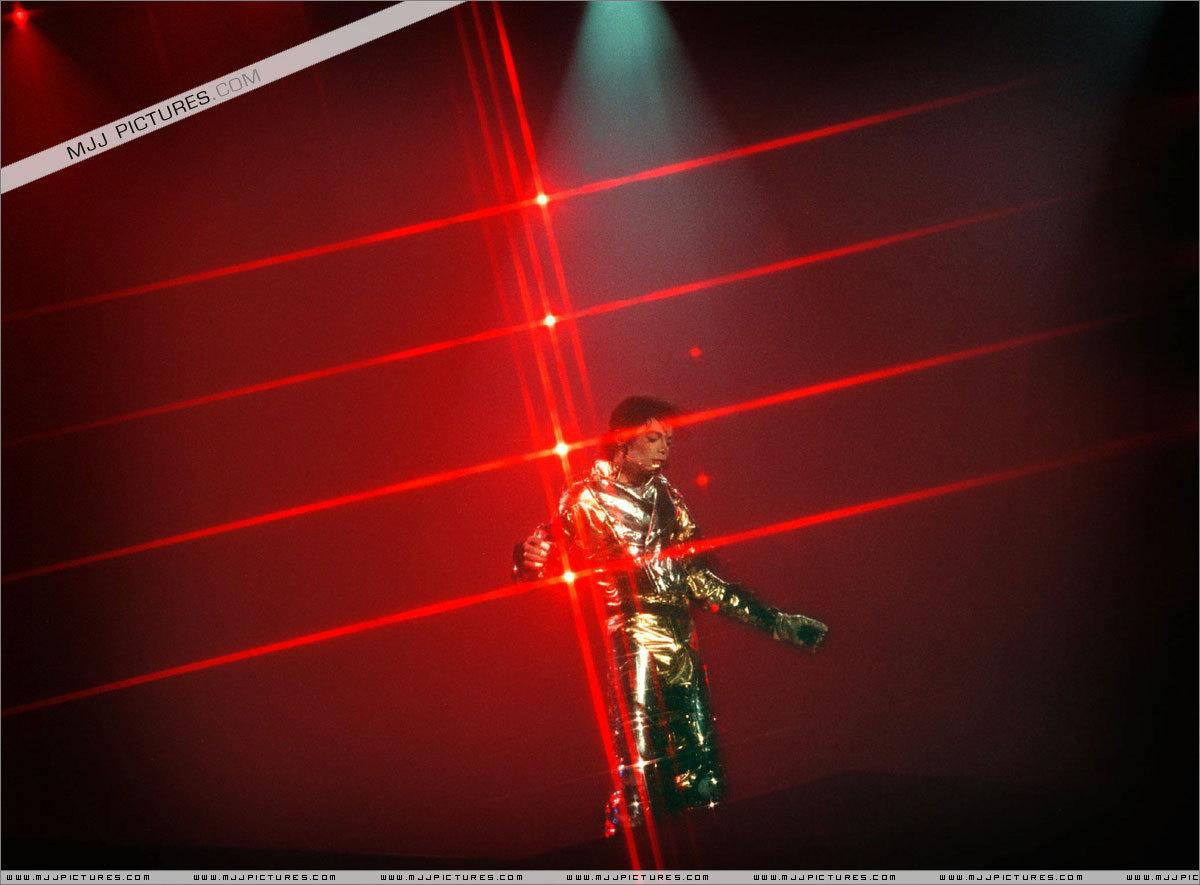 MJ IN GOLD...)))