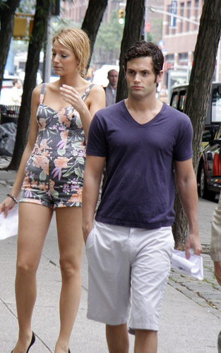 Penn Badgley and Blake Lively on the set of GG