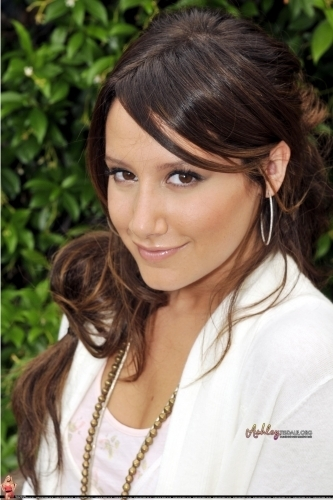 Claudio Mangiarotti 2009 Photoshoot-08-Claudio-Mangiarotti-ashley-tisdale-7487772-333-500