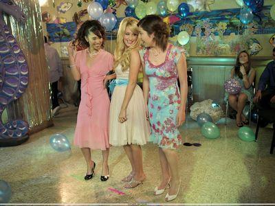 "Spot ""Kiss The Girl"" Photoshoot-21-Kiss-The-Girl-ashley-tisdale-7465132-400-300"