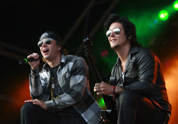 Syn and Matt Synyster Gates Photo 7439542 FanpopM Shadows And Synyster Gates