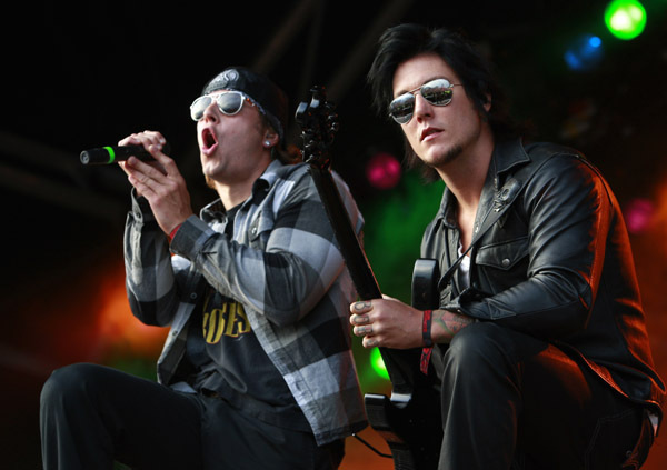 Syn and Matt Synyster Gates Photo 7439549 FanpopM Shadows And Synyster Gates
