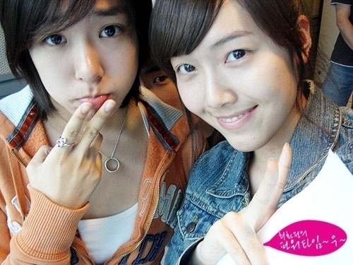 Girl's Generation/SNSD karatasi la kupamba ukuta probably containing a portrait entitled Tiffany and Jessica