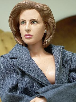 A pretty weird Scully doll...
