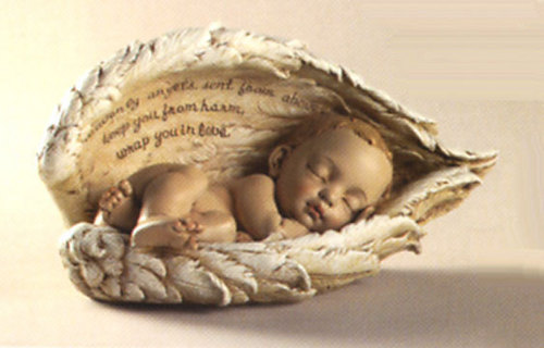 Baby Sleeping In Angel – Jäger der Finsternis Wings