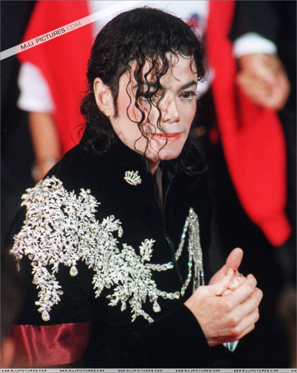 5657c354ba07 Appearances   50th Cannes Film Festival - Michael Jackson foto ...