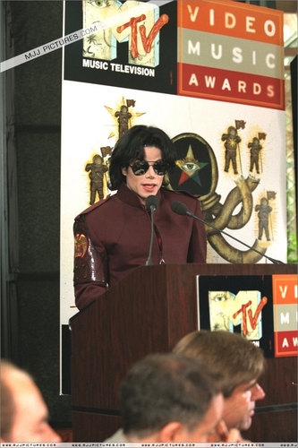Appearances > The 1995 MTV Video 音楽 Awards Nominations