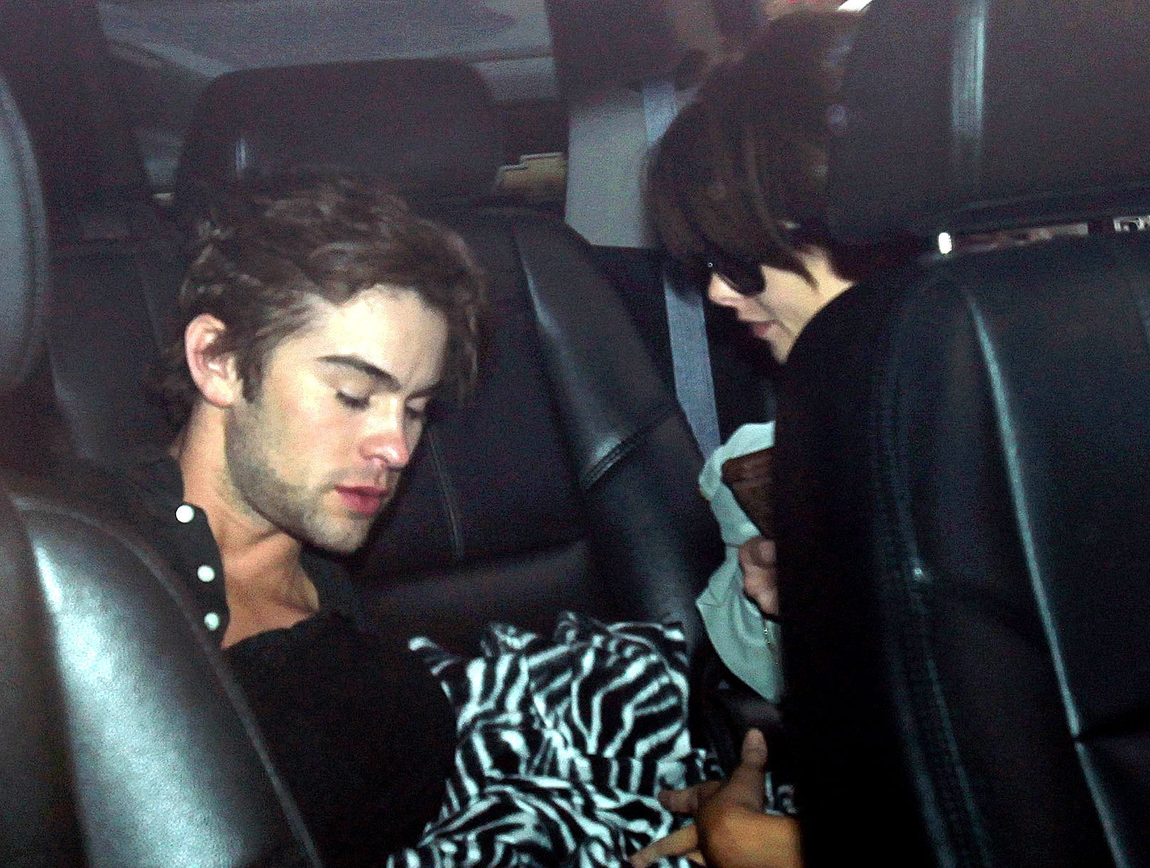 [Riley Grant]@alcoholdrugs&sex Ashley-Greene-Makes-Out-with-Chace-Crawford-twilight-series-7587125-1612-1216