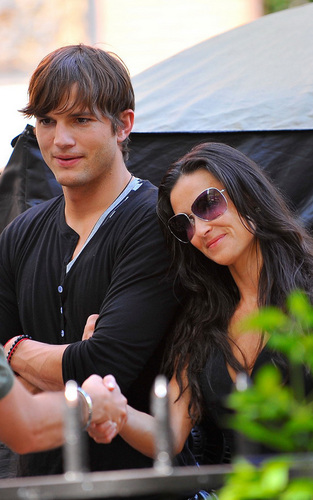 "Ashton Kutcher and Demi Moore on ""The Beautiful Life"" set"