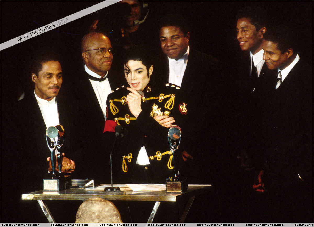 Awards & Special Performances > Rock And Roll Hall Of Fame