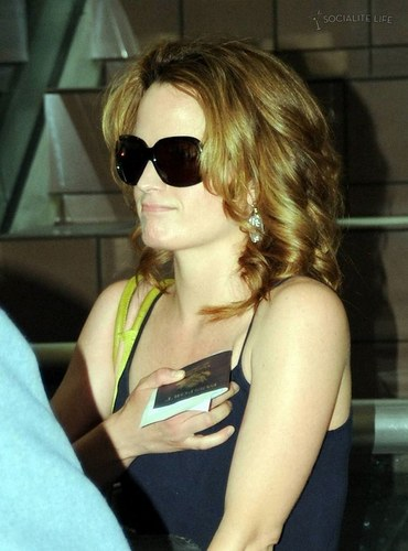 Elizabeth Reaser- at the airport heading to eclipse filming