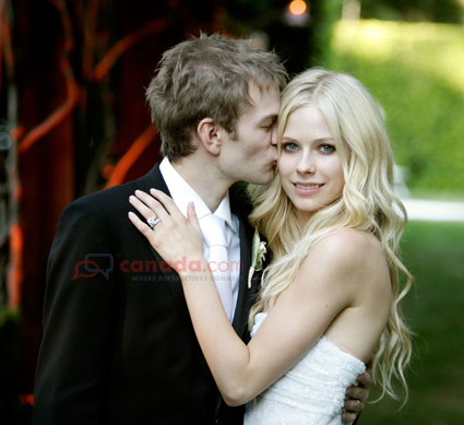 Avril Lavigne پیپر وال with a business suit entitled Her Wedding <3