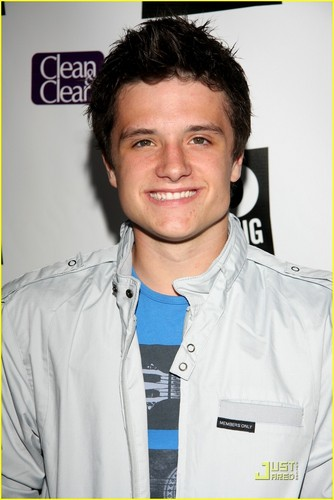 Josh, TCA - josh-hutcherson Photo