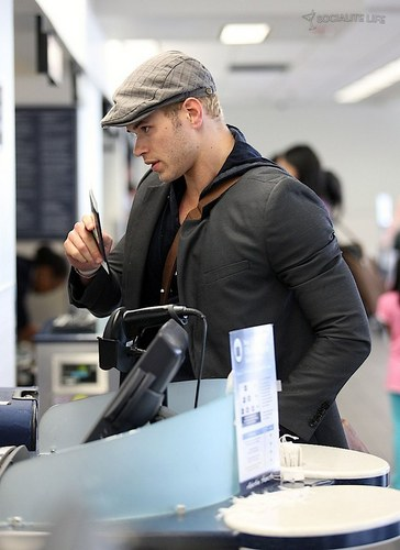 Kellan Lutz- at the airport heading to eclipse filming