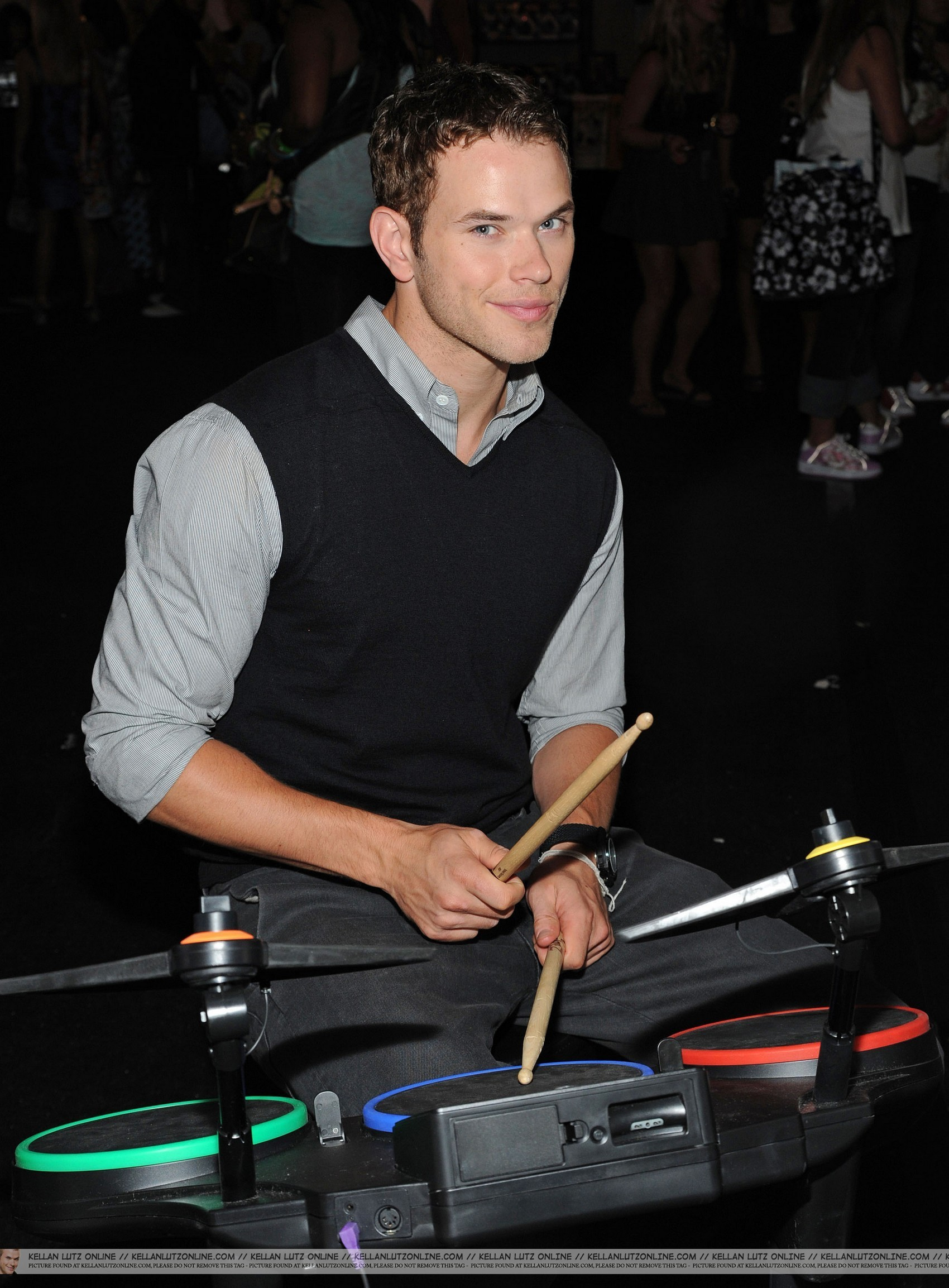 HQ Kellan backstage at the Teen Choice Awards - I প্রণয় my teddy ভালুক ^.^