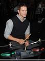 HQ Kellan backstage at the Teen Choice Awards - I love my teddy bear ^.^ - twilight-series photo