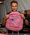 HQ Kellan backstage at the Teen Choice Awards - I love my teddy bear ^.^ - twilight-series photo