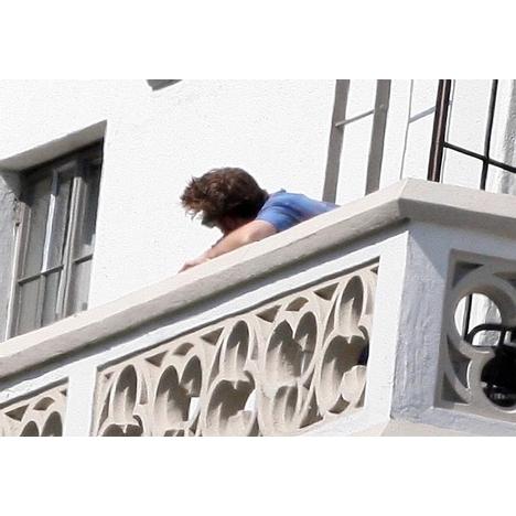 Kristen Stewart balcony pics
