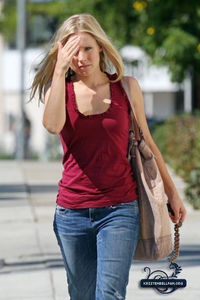 Kristen on set of bạn Again