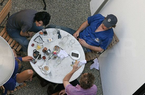 Rob and Kristen enjoy lunch