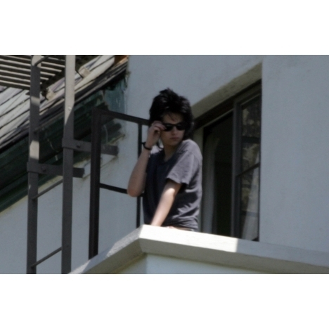 Twilight Kristen Stewart  Robert Pattinson on Robert Pattinson And Kristen Stewart Balcony Pics   Twilight Series