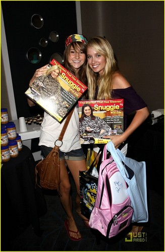 Shailene Woodley kertas dinding with a newspaper and a sign entitled Shailene & Megan