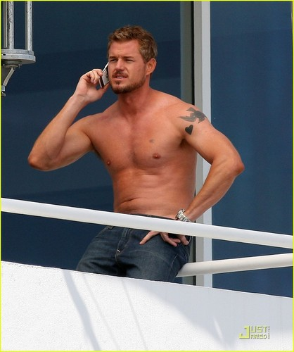 Shirtless Eric Dane filming new movie 'Valentine's Day'