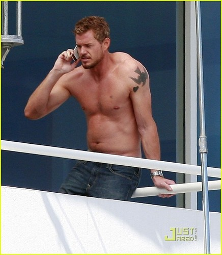 Grey's Anatomy wallpaper probably containing a pezzo, hunk titled Shirtless Eric Dane filming new movie 'Valentine's Day'