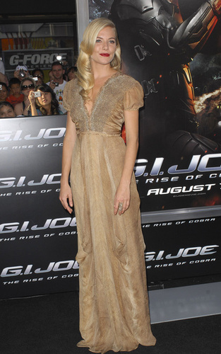 """Sienna Miller at the LA premiere of """"GI Joe: The Rise of the Cobra"""""""
