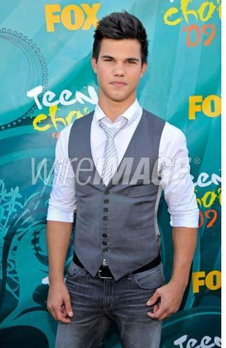 Taylor Launter - at teen choice awards