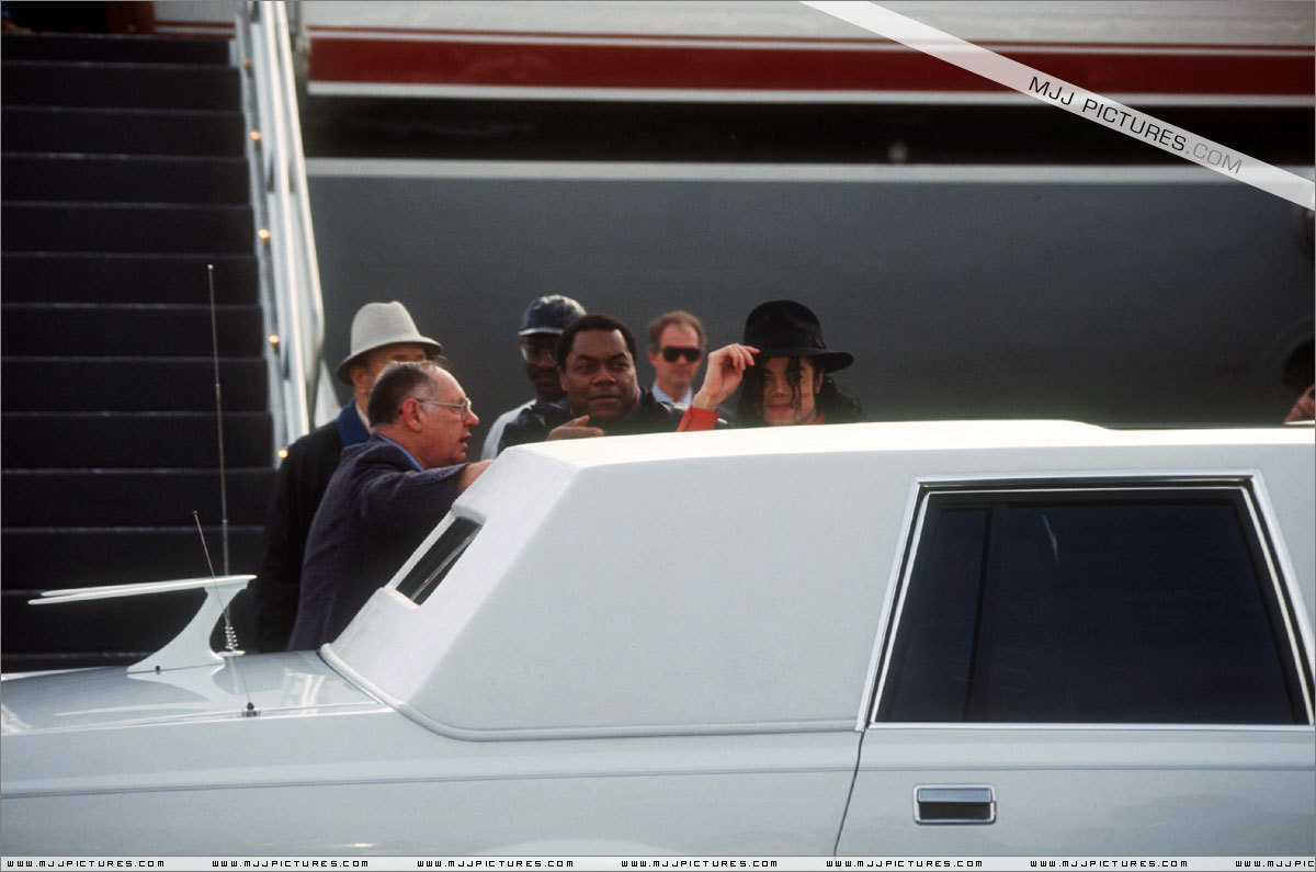 Various > Michael at Los Angeles Airport