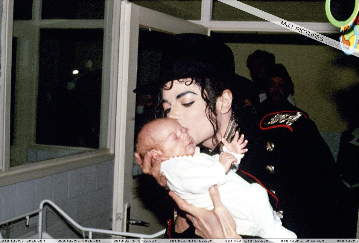 Various > Michael visits Bucharest