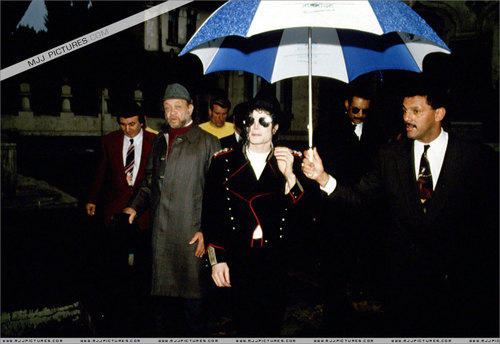 Various > Michael visits Bucharest