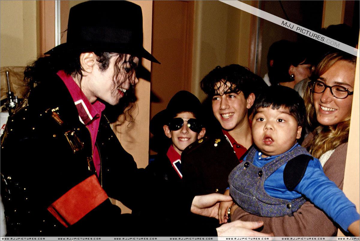 Various > Michael visits Santiago
