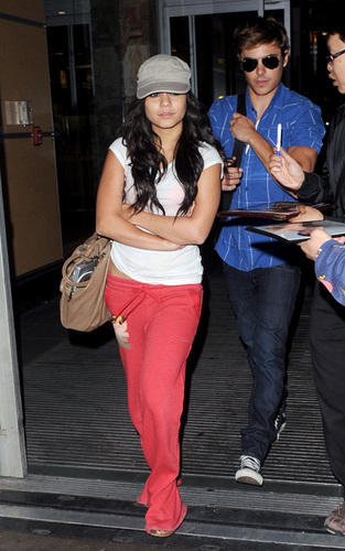 Zac and Vanessa travelling to Vancouver